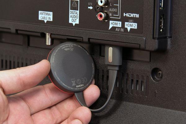 ChromecastをHDMI入力端子に差し込む
